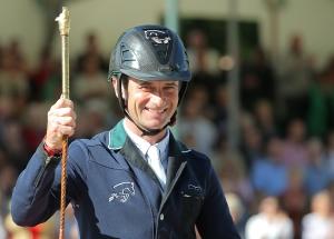 Denis Lynch als stolzer Sieger der Goldene Peitsche (Foto: Stefan Lafrentz)