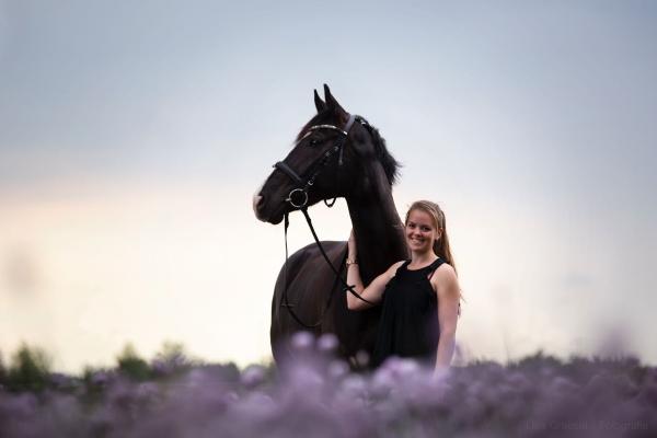 Eva Wüst mit ihrem Pferd